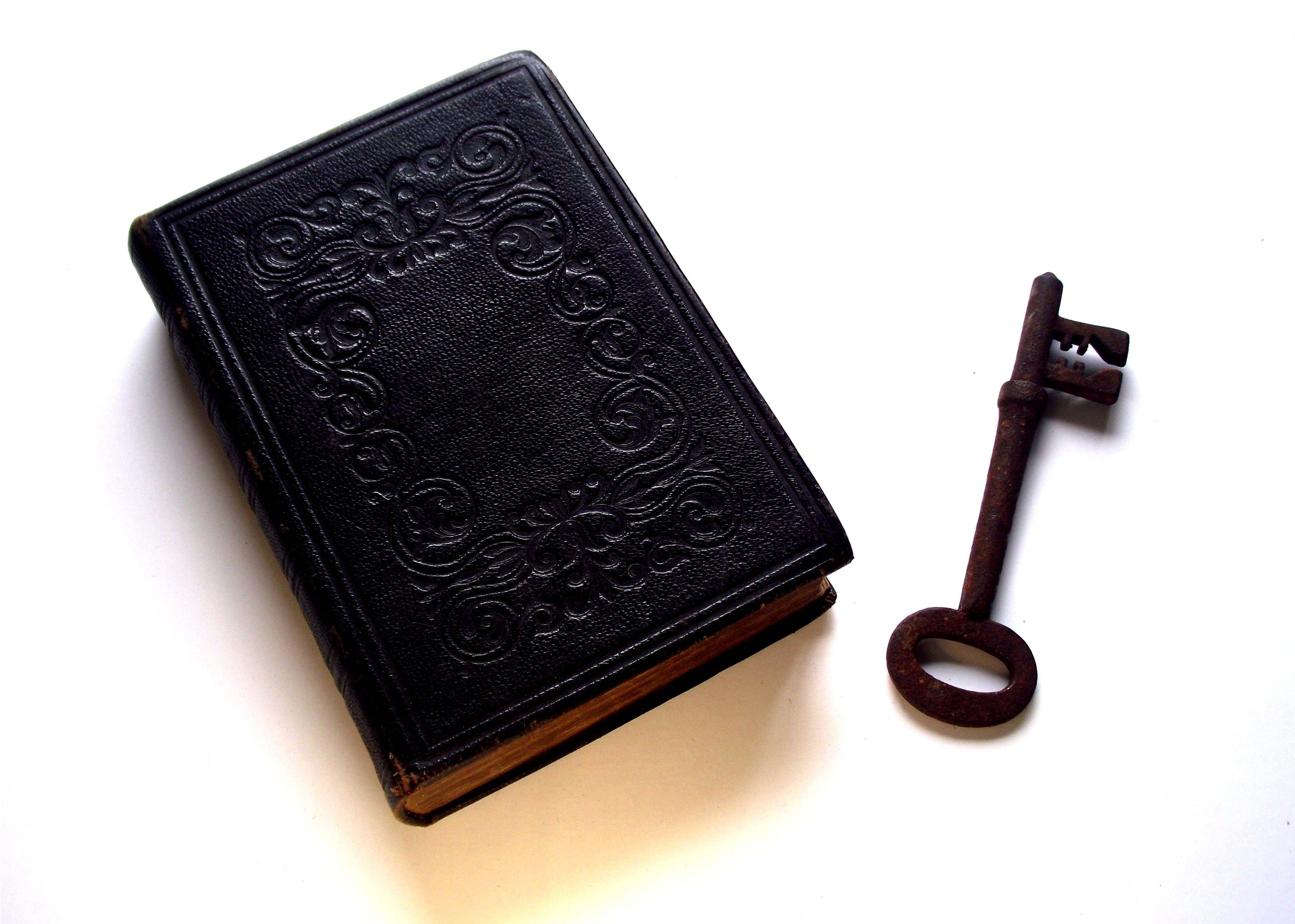 Bible_and_Key_Divination